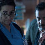 Lidia y Enrique observan muy atentamente lo que sucede en 'Bajo sospecha'