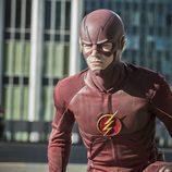 Barry Allen atento a los villanos de 'The Flash'