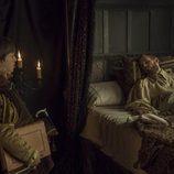Carlos V en su lecho de muerte junto a su hijo bastardo en el último capítulo de 'Carlos, rey emperador'