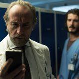 El doctor Manrique, uno de los principales sospechoso en 'Bajo sospecha'