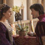 Isabel de Osorio y el príncipe Felipe charlan en 'Carlos, rey emperador'