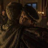 Carlos V abraza a su hijo Felipe en 'Carlos, rey emperador'