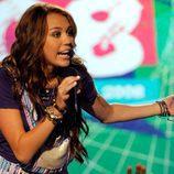 Miley Cyrus cantando en los 'TCA'