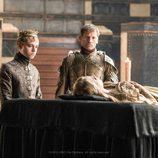 Tommen Baratheon y Jaime Lannister en el velatorio de Myrcella en la sexta temporada de 'Juego de tronos'