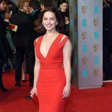 Emilia Clarke en la alfombra roja de los BAFTA Awards 2016