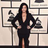 Demi Lovato en la alfombra roja de los Premios Grammy 2016