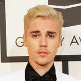 Justin Bieber en la alfombra roja de los Premios Grammy 2016