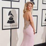Ellie Goulding en la alfombra roja de los Premios Grammy 2016
