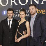 Los protagonistas de la película  'La Corona partida' en su preestreno