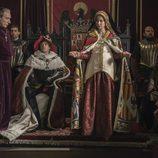 Juana la Loca y Felipe en su trono en la película 'La Corona Partida'