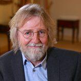 Primer plano sonriente de Michael Hirst, creador de la serie 'Vikingos'