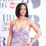 Rihanna en los Brit Awards 2016