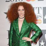 La cantante Jess Glynne posa en los Brit Awards