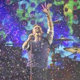 El cantante de Coldplay Chris Martin actuando en los Brit Awards 2016
