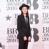 James Bay en el photocall de los Brit Awards 2016