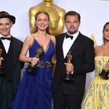 Mark Rylance, Brie Larson, Leonardo DiCaprio y Alicia Vikander posan con sus premios en la gala de los Premios Oscar 2016