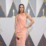 Louise Roe en la alfombra roja de los Premios Oscar 2016