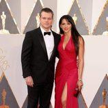 Matt Damon posa en la alfombra roja de los Premios Oscar 2016