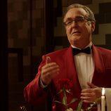 Ferran Rañé con chaqueta roja y pajarita en 'Buscando el Norte'