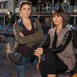 Shiri Appleby junto a Constance Zimmer en la serie 'UnReal'