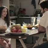 Karina y Carlos desayunan juntos en 'Cuéntame cómo pasó'