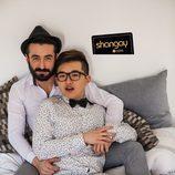 La pareja de 'Gran Hermano 16' posa en una cama