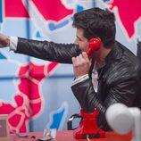 Alejandro Nieto hablando por teléfono en la gala 10 de  'Gran Hermano VIP'