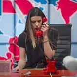Laura Matamoros hablando por teléfono en la gala 10 de  'Gran Hermano VIP'