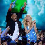 Anthony Anderson y Heidi Klum presentando un premio en la gala de los Nickelodeon's 2016 Kids' Choice Awards