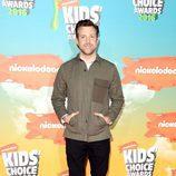 Jason Sudeikis en la alfombra roja de los Nickelodeon's 2016 Kids' Choice Awards