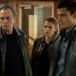 Fran Marcos, Mati y Morey observan preocupados en 'El Príncipe'