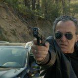 Fran Marcos apunta con una pistola en 'El Príncipe'