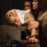 Piper es amordazada y amenazada por Blanca en 'Orange is the New Black'