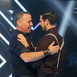 Carlos Lozano y Alejandro Nieto abrazados en la gala 11 de 'Gran Hermano VIP'