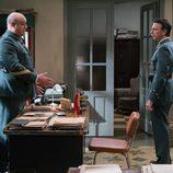 Gervasio y Tomás mantienen una conversación en el cuartel en 'Amar es para siempre'