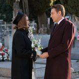 Loli y Víctor visitan el cementerio en 'Amar es para siempre'