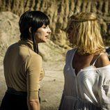 Macarena y Zulema se miran fijamente en el capítulo 12 de 'Vis a vis'