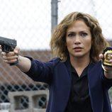 Harlee se defiende alegando que trabaja para el NYPD en 'Shades of blue'