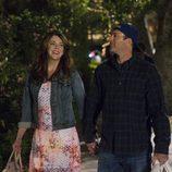 Lorelai y Luke pasean de la mano en el regreso de 'Las chicas Gilmore'