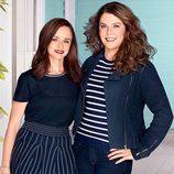 Lauren Graham y Alexis Bledel posan juntas en esta imagen promocional del regreso de 'Las chicas Gilmore'
