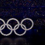 Los anillos olímpicos iluminados en la ceremonia de inauguración de los JJ.OO de Pekín