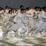 Personas participando en la ceremonia de apertura de los Juegos Olímpicos de Pekín en 2008