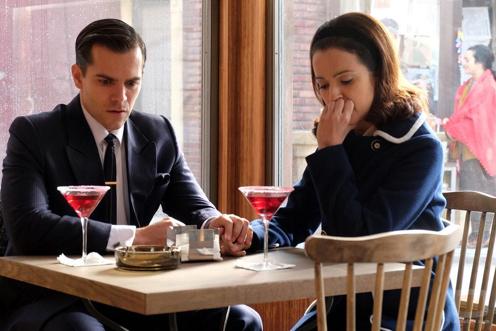 Gerardo y Clara comparten una copa en 'El Caso'
