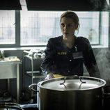Macarena en las cocinas de la prisión de 'Vis a vis'