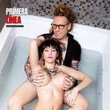 Steisy, desnuda con Torito en la bañera