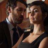 Eduardo y Sara conversan íntimamente en 'La embajada'