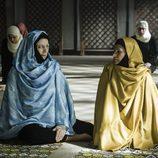 La madre de Macarena aparece con hiyab en 'Vis a Vis'