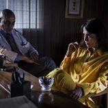 El doctor Carlos Sandoval aparece sentado junto a una nueva presa en 'Vis a vis'