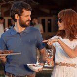 Eduardo y su mujer Fátima disfrutan de la barbacoa en 'La embajada'