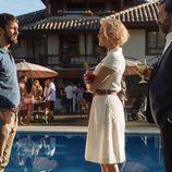 Eduardo se enfrenta a Claudia y Luís en 'La embajada'